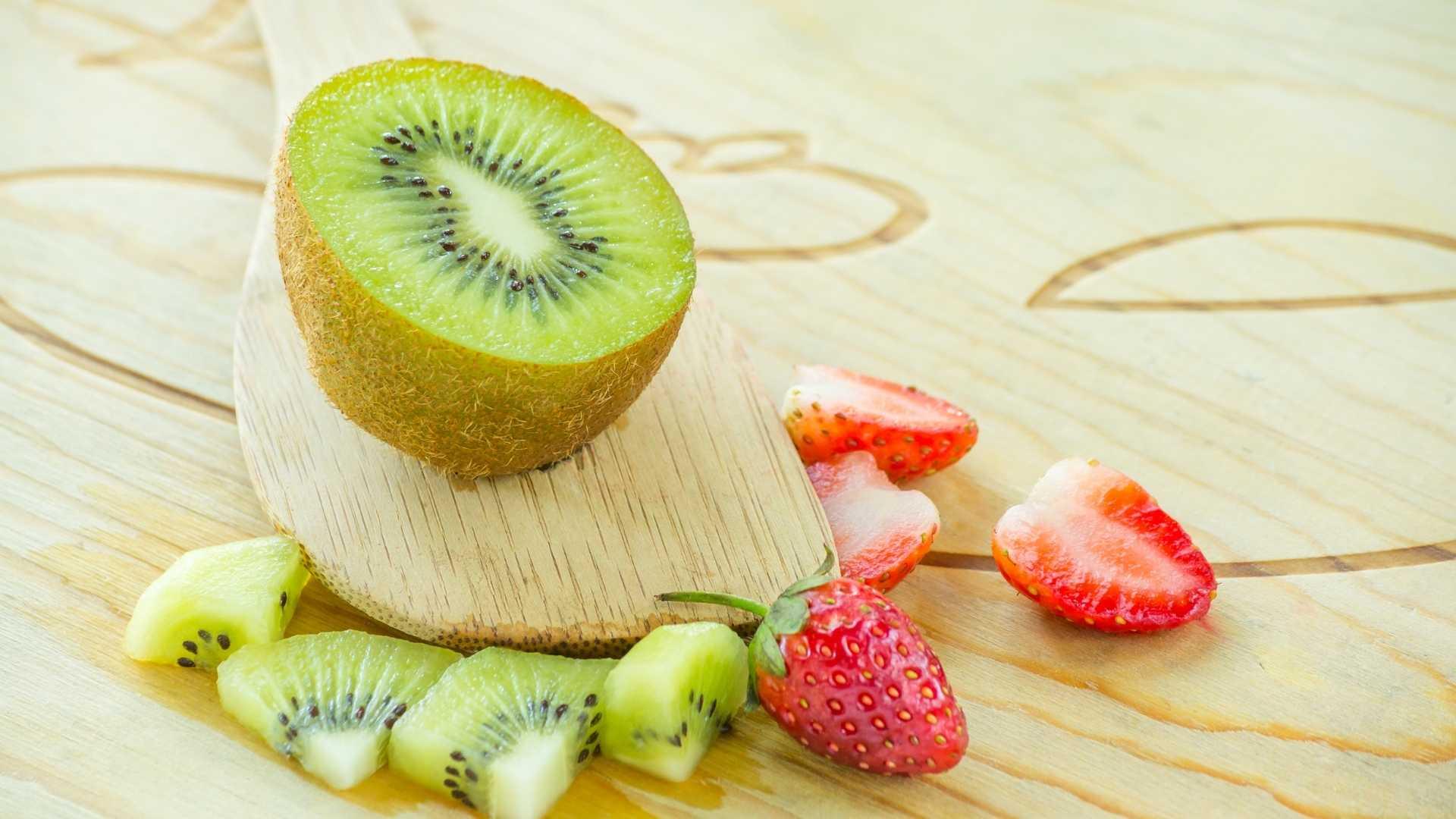 Shake para emagrecer de kiwi e morango