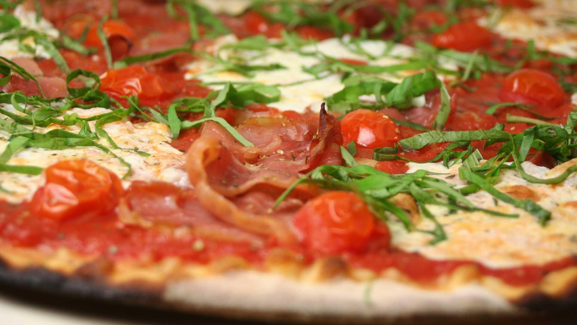 Pizza fit com massa de omelete