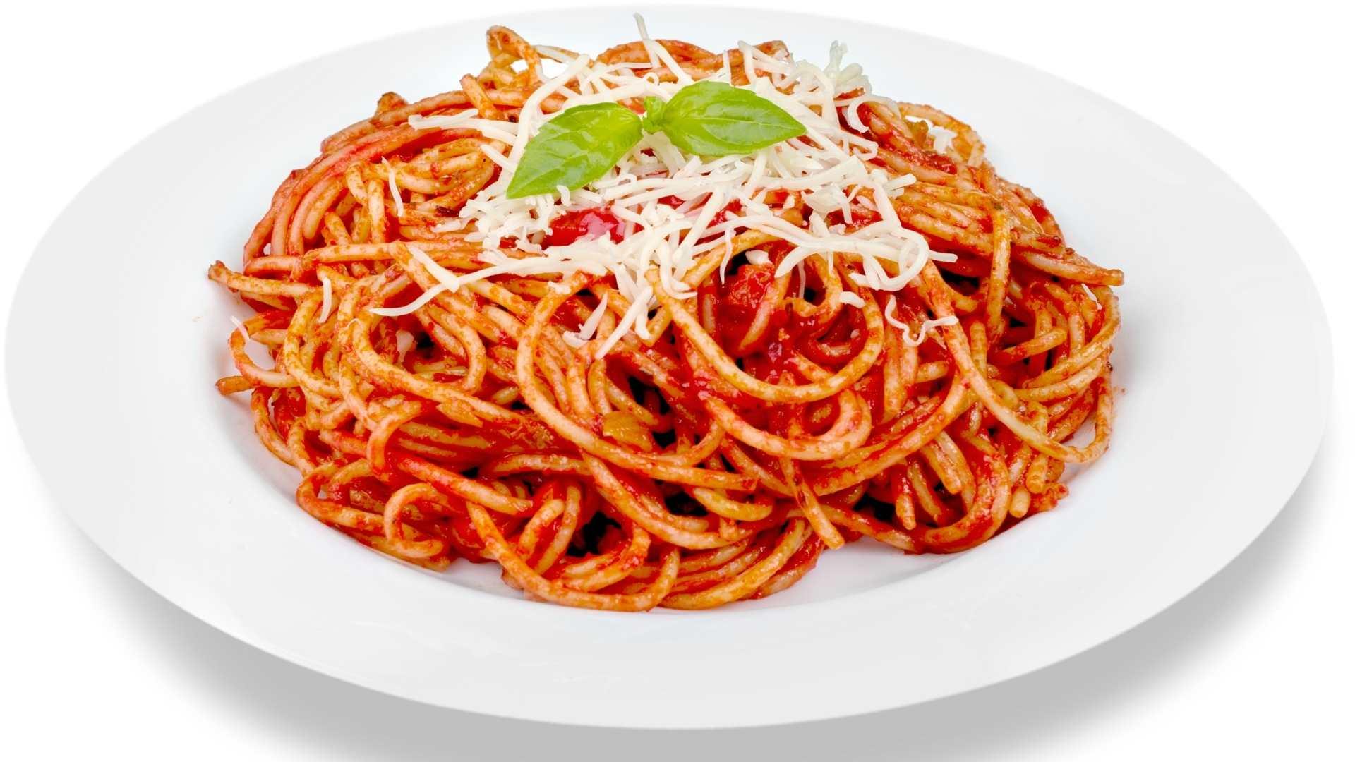 Receita de Spaghetti com tomate fresco, azeitona e alho