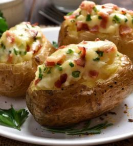 Receita: Batata Recheada com Legumes